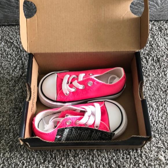 71c2de7b7b7d Baby converse in hot pink